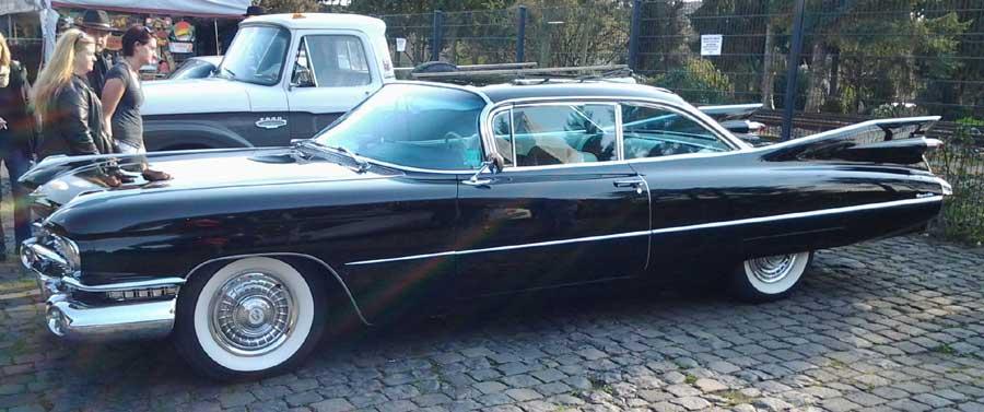 Cadillac Coupe De-Ville
