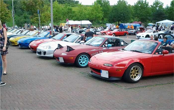 Verschiedene Baujahre auf dem Mazda Treffen