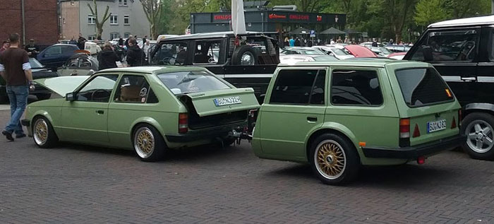Der Opel Kadett mit Anhänger